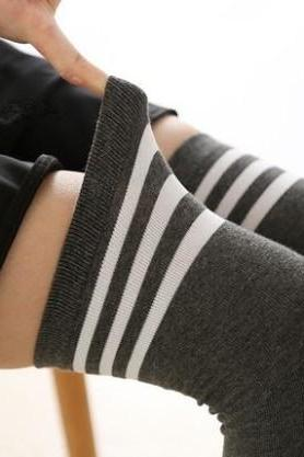 [1 pack 2 pairs] 18 Colors Kawaii Simple Straps Over Knees Winter Socks LK17112101